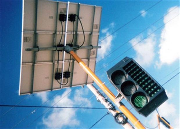 Resultado de imagem para Projeto  propõe utilizar energia solar para funcionamento de semáforos